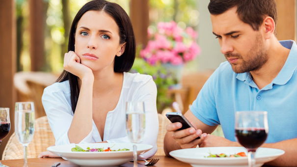 rude date smartphone 508725337 small.jpg - 7 Polite Things People Used To Do At Supper: Let's Bring Them Back!