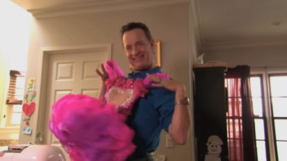 tom hanks beauty pageant 412x232.jpg - Tom Hanks Appeared On Toddlers & Tiaras With His Daughter's Pink Dress!