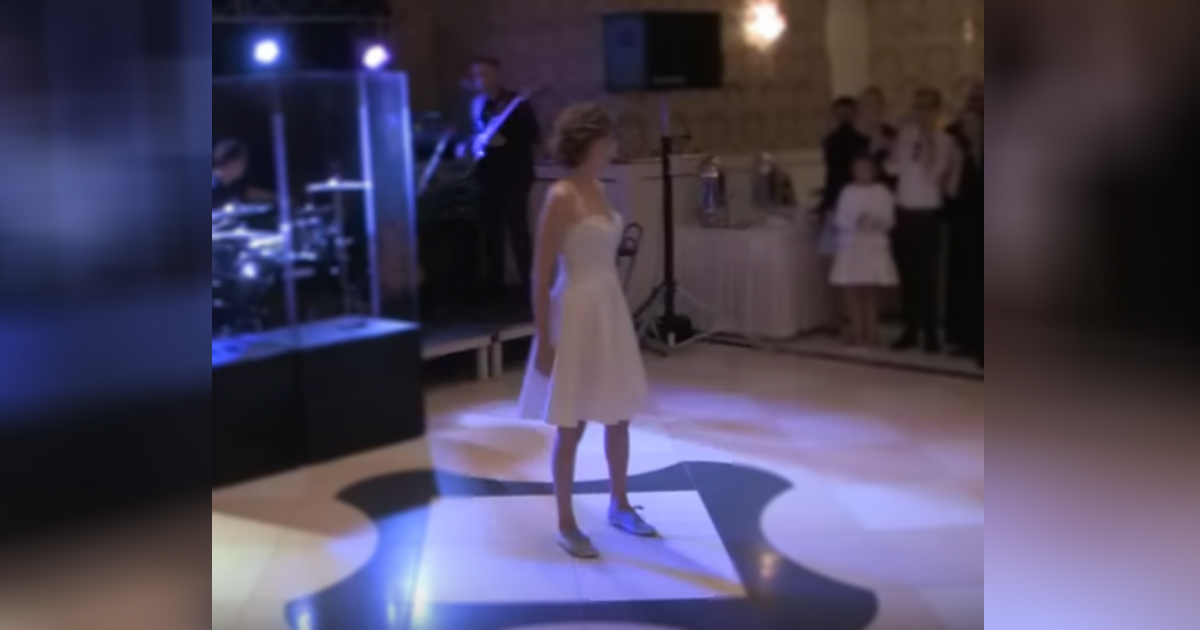 dirty dancing couple.jpg - Newly Married Couple Re-Created The Famous 'Dirty Dancing' Choreography On Stage