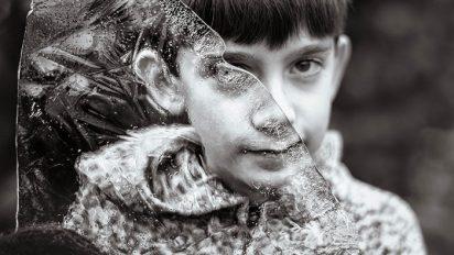 2uh05ppmr2epf8xq47wa 412x232.jpg - 自閉症の息子が見る「世界」を写真に収めた母