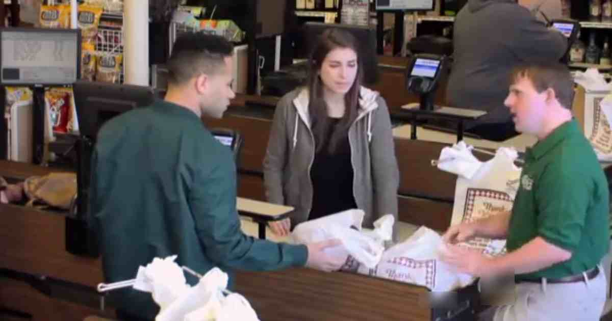customer abuses employee.jpg - Shopper Confronted Rude Customer Who Made Fun Of Employee With Special Needs