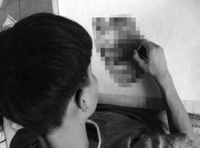 e69caae591bde5908d 1.png - 只用1支筆!16歲男上課畫畫被老師「當眾羞辱」!專家看到作品驚呆「簡直藝術奇才」!