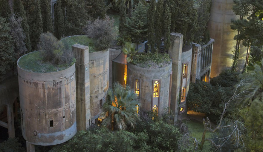 cement factory renovation la fabrica ricardo bofill 58b3e6b8711f9  880.jpg - Old Cement Factory Turns Into Architect's Home... Its Interior Is Literally Stunning
