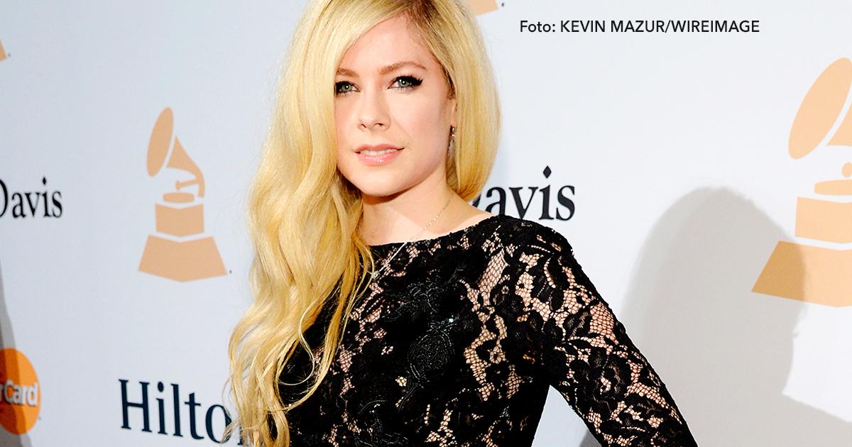 cover 18.jpg - Avril Lavigne regresará con un nuevo material, además luce espectacular