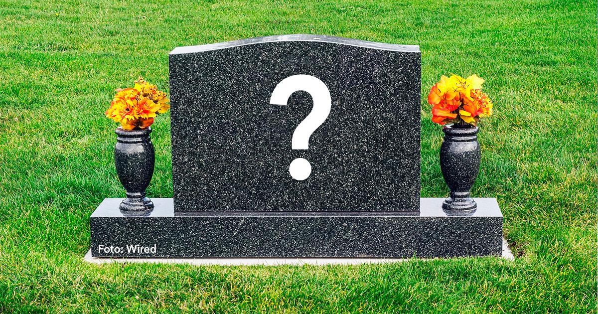 cover 25.jpg - Estas 15 frases en las lapidas de tumbas te dejarán claro que el que ríe al último ríe mejor.