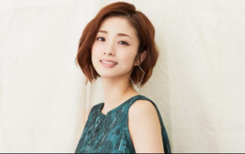 色々な髪型でファンを魅了している上戸彩さん , Hachibachi
