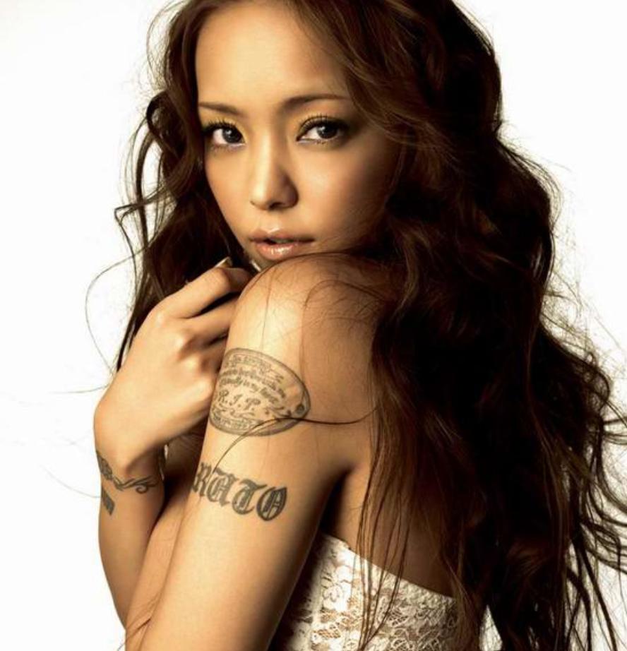 screen shot 2017 12 30 at 13 48 54.png - 安室奈美恵はタトゥーを入れていましたが、現代は薄くなっています