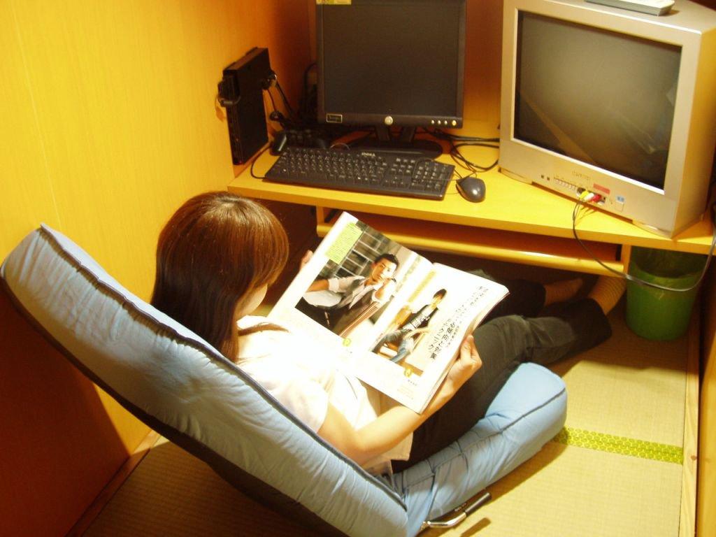 334.jpg - 女性のネットカフェ難民が増加中!?貧困女性の実情を調べてみた