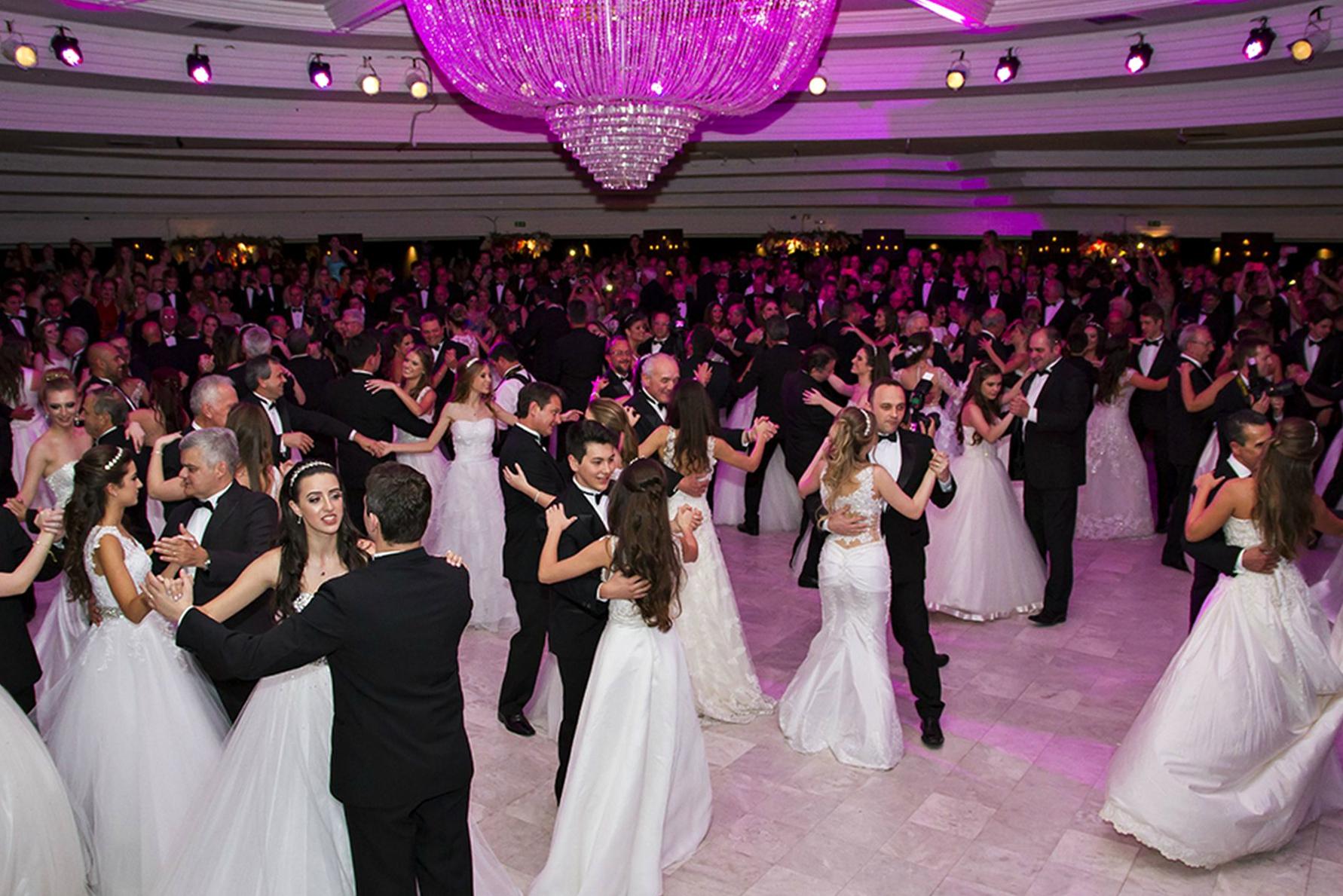 baile debutante clube curitibano amplo.jpg - Tenebroso! Você sabe qual é a origem das festas de debutantes?