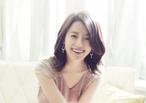 c6052b4f663925708dac16d2a0eb1bb8.png - 韓国で人気の女優ハンヒョジュとは?熱愛の噂と弟バッシング