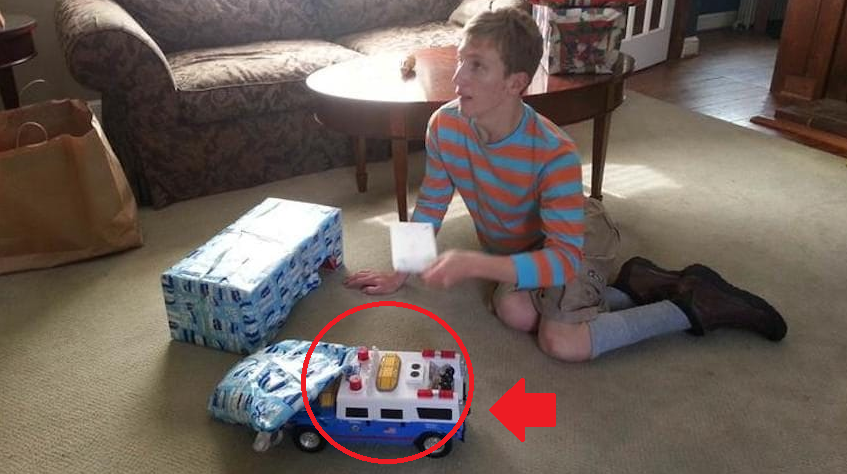 eca09cebaaa9 ec9786ec9d8c 31.png - Sister Asked The Internet For Help When Her Brother's Favorite Toy Truck Was No Longer Manufactured