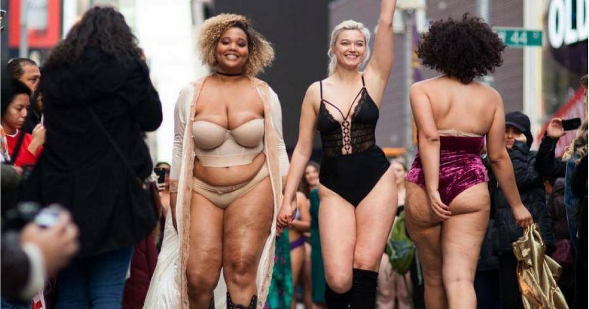 sans titre 2.png - Desfile de lingerie em Times Square enfrenta os ditames inumanos da indústria da moda