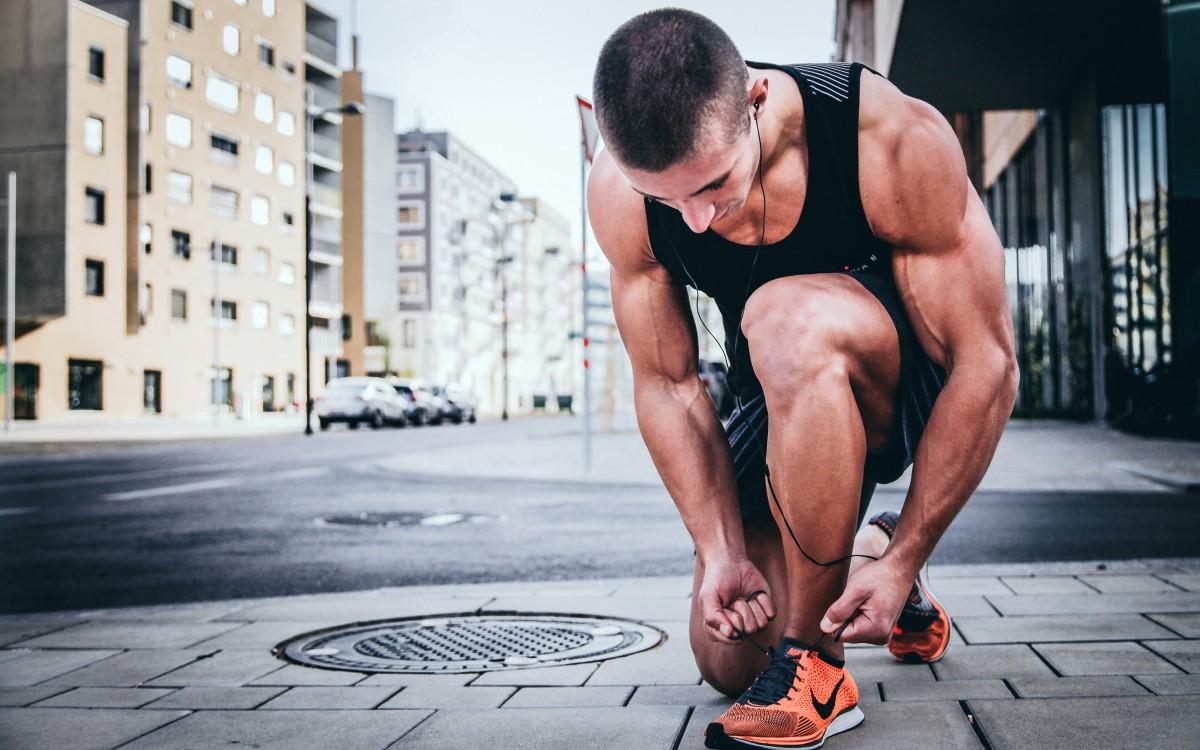 남자 남성 사람 운동 팔 근육 가슴 앉다 인간의 몸 보디 빌딩 인간 행동 체력