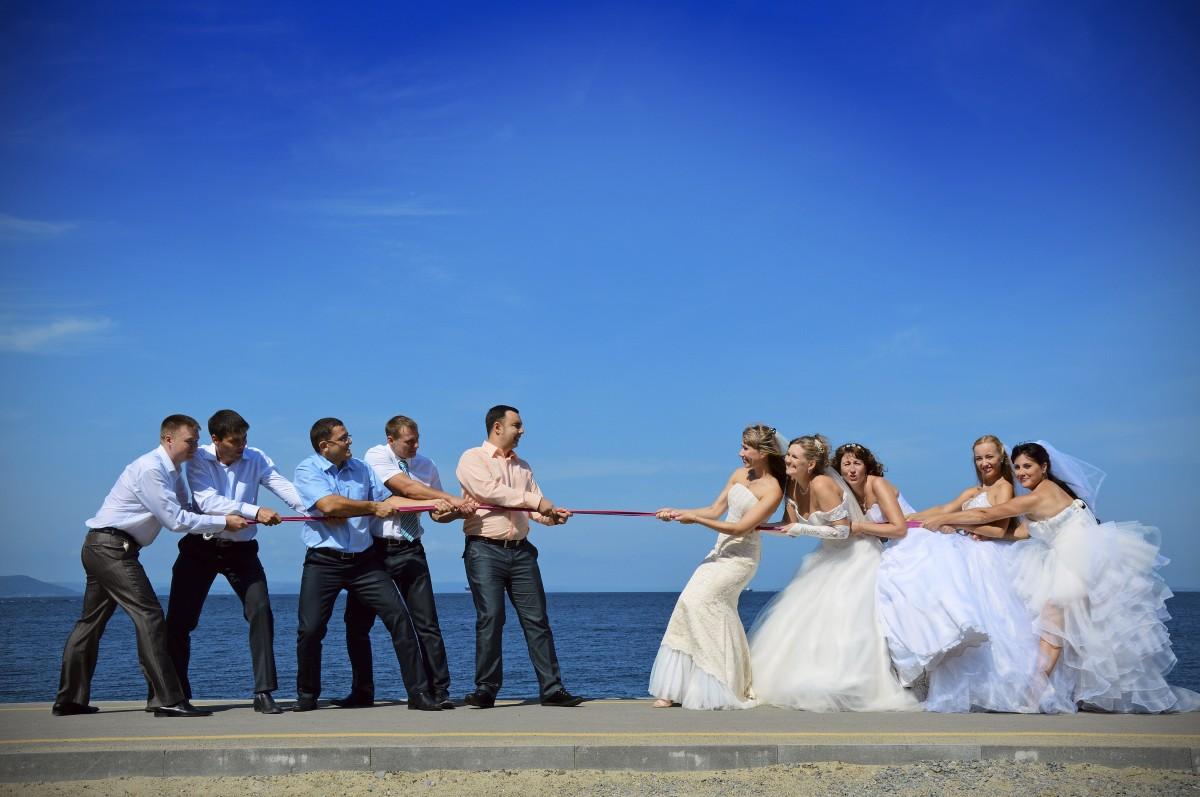 바다 로프 사람들 증기 댄스 어린 로맨스 혼례 신부 그냥 결혼했다. 옥외 의식 행복 스포츠 아름다움 행사 연인 신랑 여자와 여자 자연에