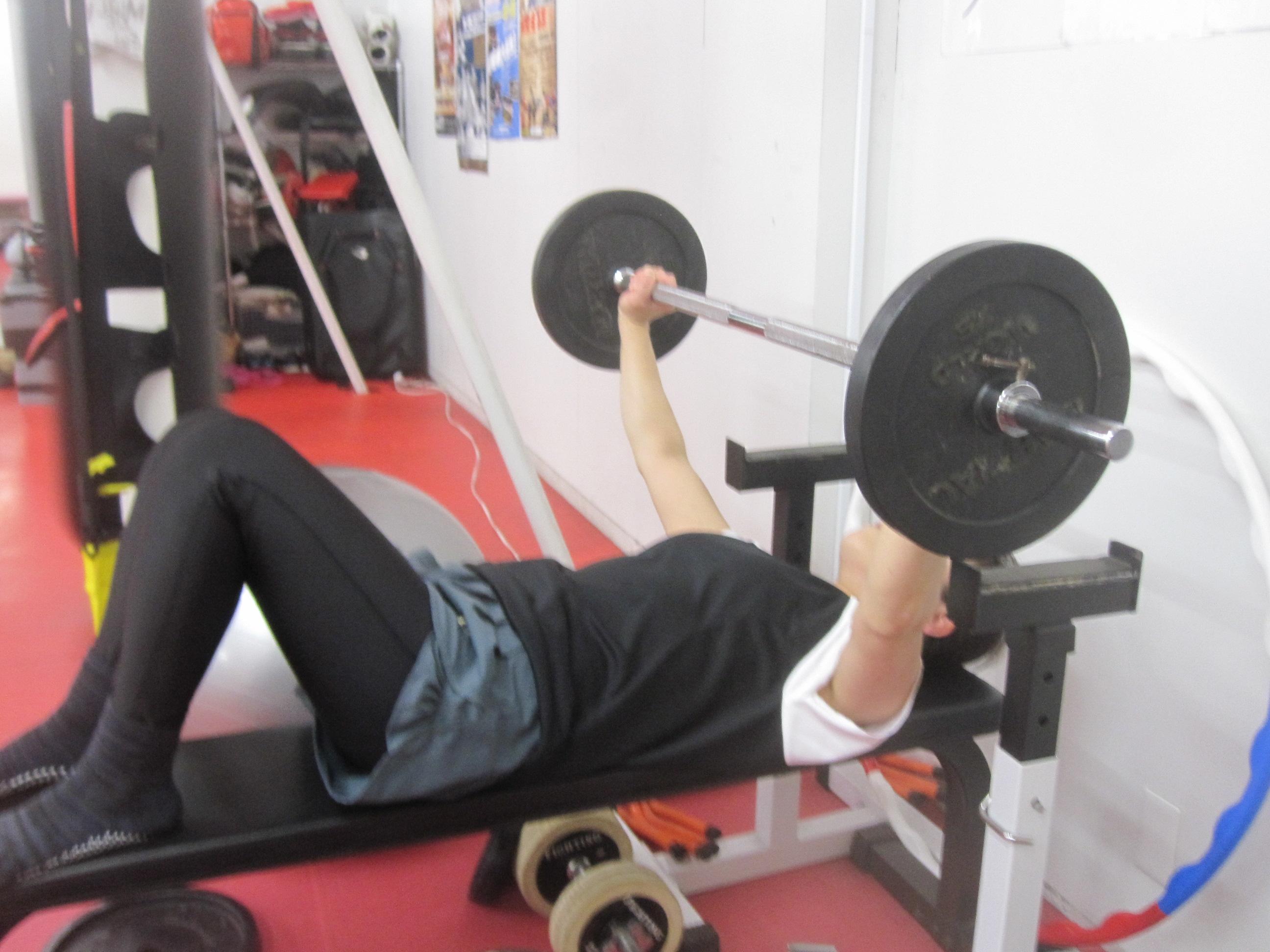プレス 平均 ベンチ ベンチプレスの平均や100kg.120kg.140kgを挙げるレベル別の方法をご紹介!