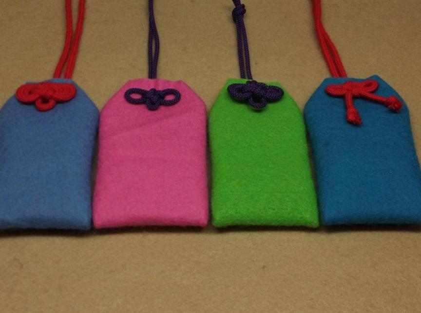 お守り 作り方 お守り袋の手作りでの作り方!布で簡単に可愛いお守り袋を作ろう