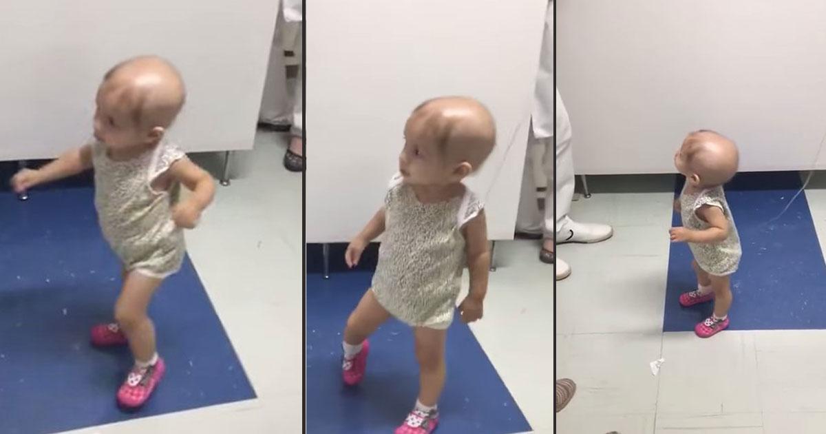 cancer patient sophia featured.jpg - Una pequeña paciente con cáncer baila al ritmo del ukelele, quien lo toca es una sorpresa