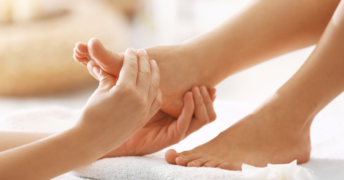 feet massage 1.jpg - Foot Massage Techniques To Relieve Stress, Headaches And Insomnia