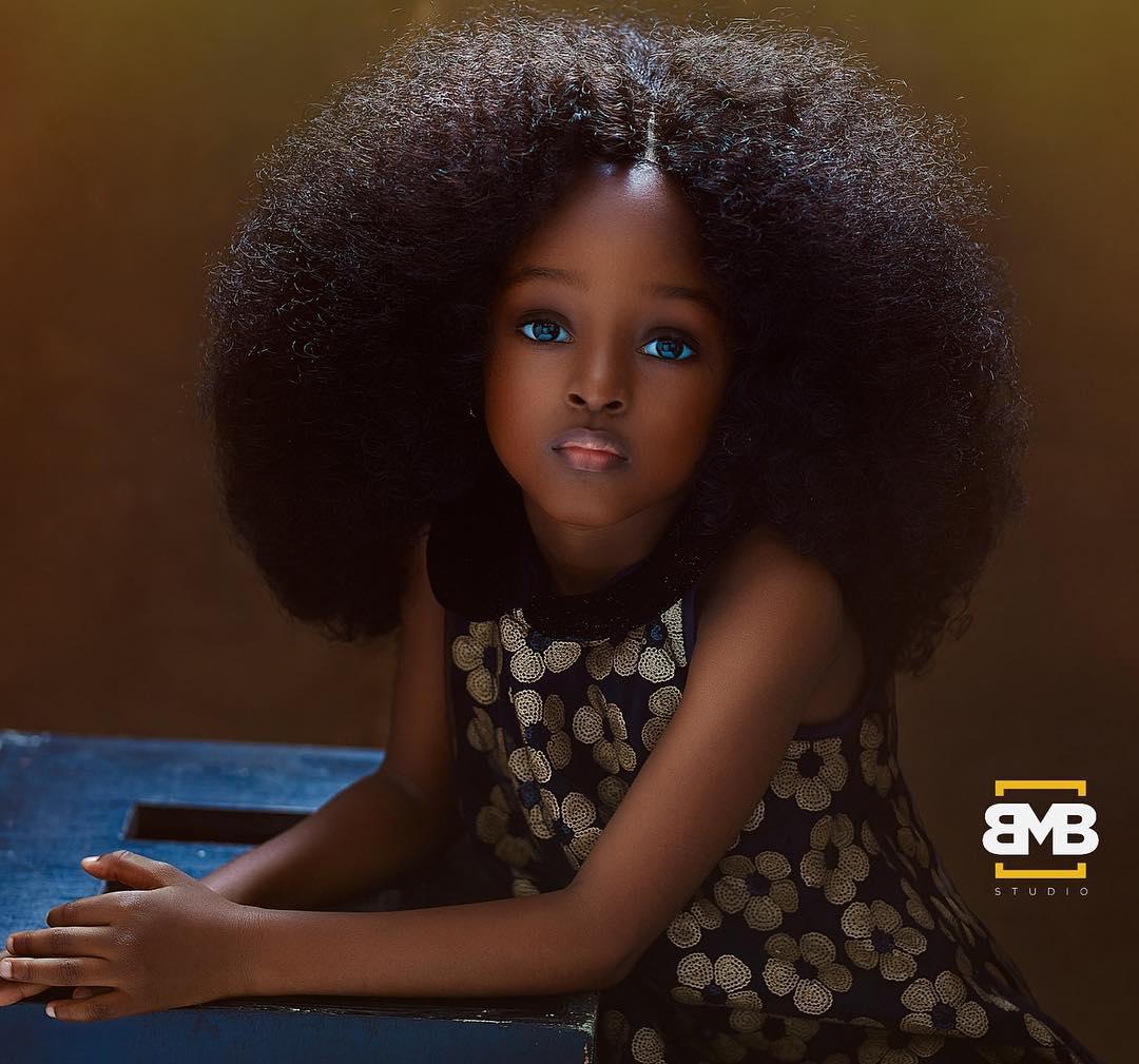 """36984446 2088871947812599 3157909124251910144 n.jpg - Nigeriana de 5 anos é considerada a """"garota mais bonita do mundo"""" após ensaio fotográfico"""