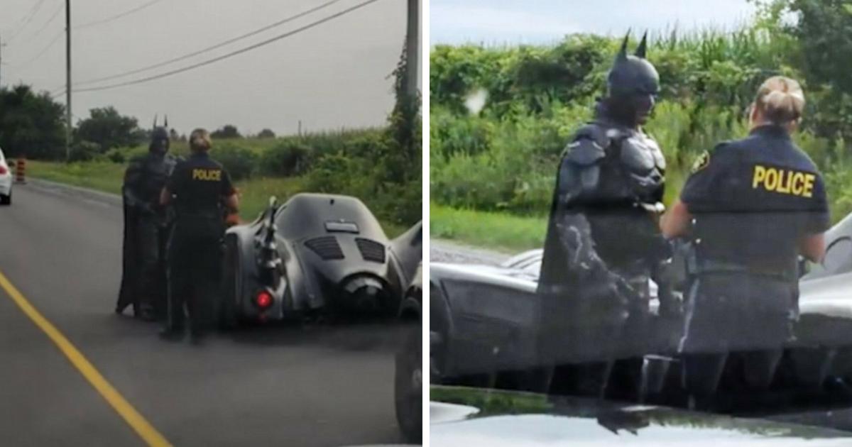batman6.png - Moment hilarant : Batman se fait arrêter par la police sur une route très fréquentée pour un faire un selfie!