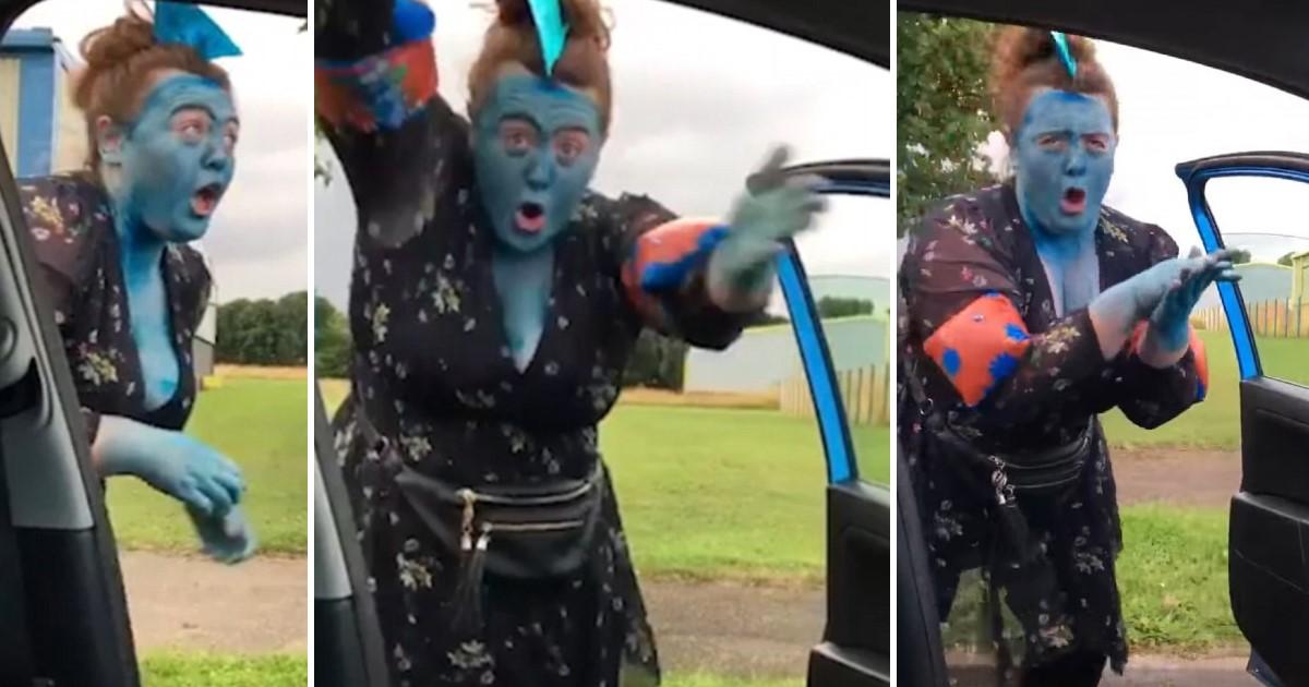 featured image 73.jpg - 얼굴까지 파란색으로 칠하고 '아기 상어 챌린지'에 심취한 엄마 (영상)