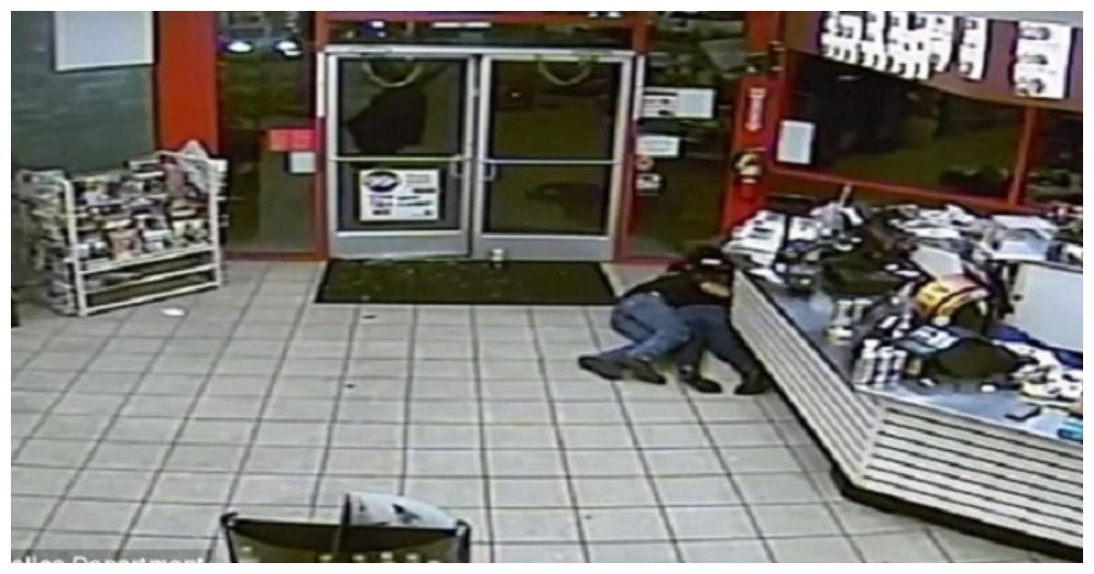shooting.jpg - Bombeiro e outro homem valente viram escudo humano para inocentes durante tiroteio