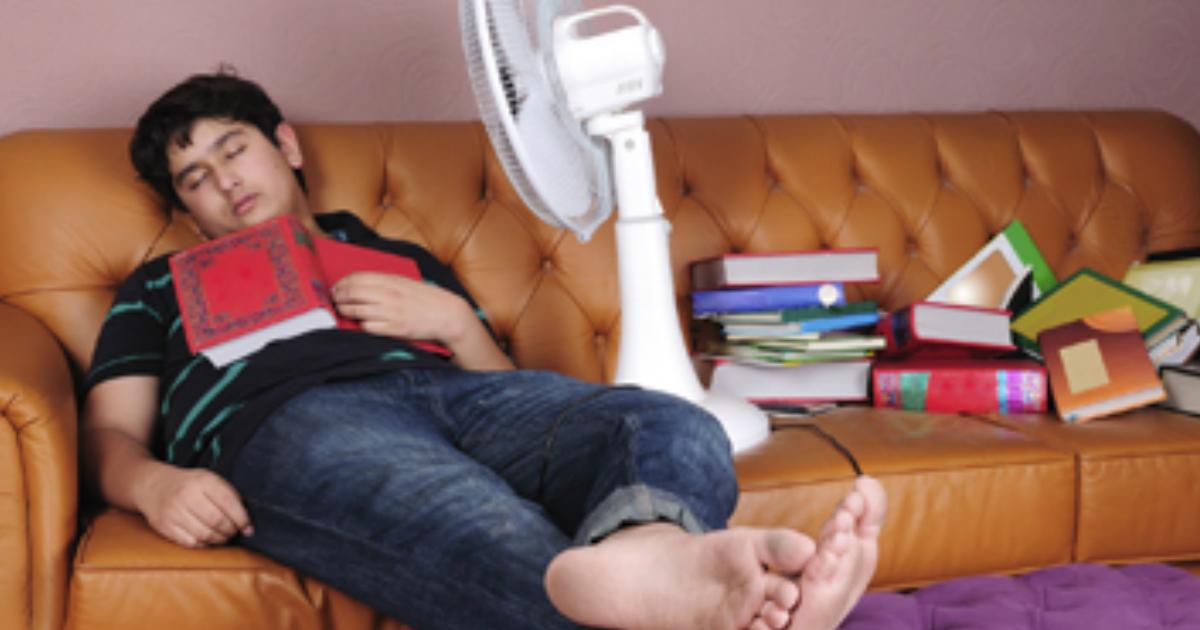 sleep fan.jpg - Experts Warned About The Dangers Of Sleeping With An Electric Fan On