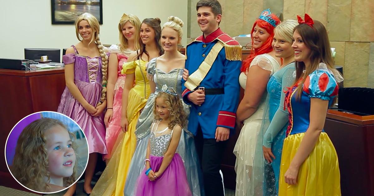 tag 3.jpg - Les princesses Disney sont venues à l'audience pour surprendre cette petite fille de 5 ans lors de son adoption