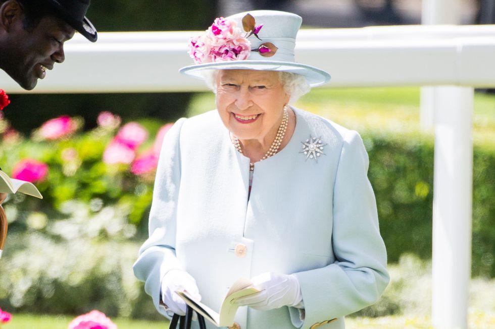 img 5b8d9e8c51ad8 1.png - 月薪65K、住白金漢宮!英國女王徵人替凱特王妃和皇室工作讓你心動嗎?