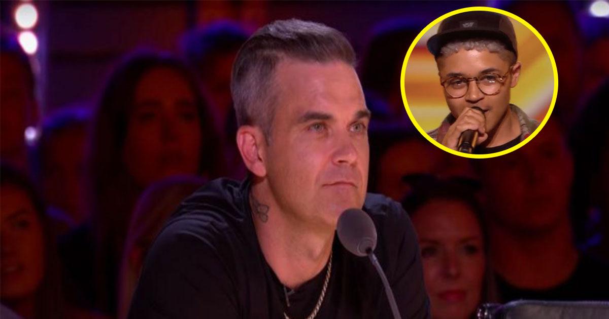 robbie williams sparks outrage as he asked transgender contestant his past name on x factor.jpg - Robbie Williams pergunta a homem trans como ele se chamava anteriormente e é criticado nas redes sociais