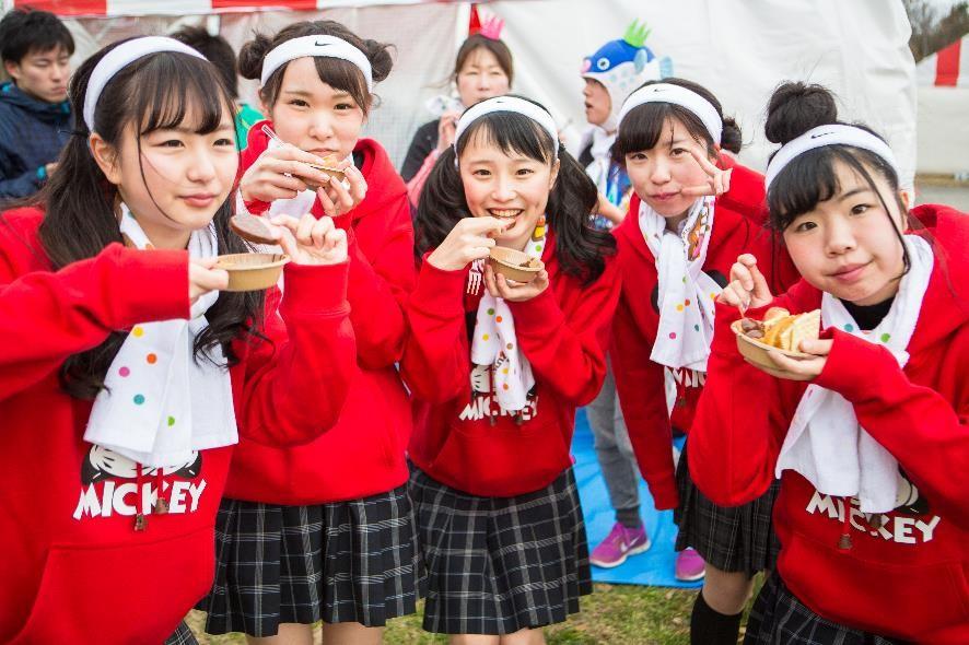 181020 301.jpg - 日本馬拉松無極限!跑馬累了嗎?美少女們餵你吃巧克力!