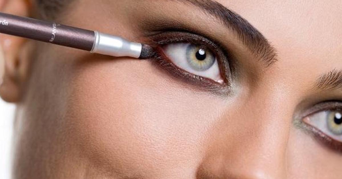 3 52.jpg - Los maquilladores compartieron 10 errores de maquillaje que envejecen a las mujeres