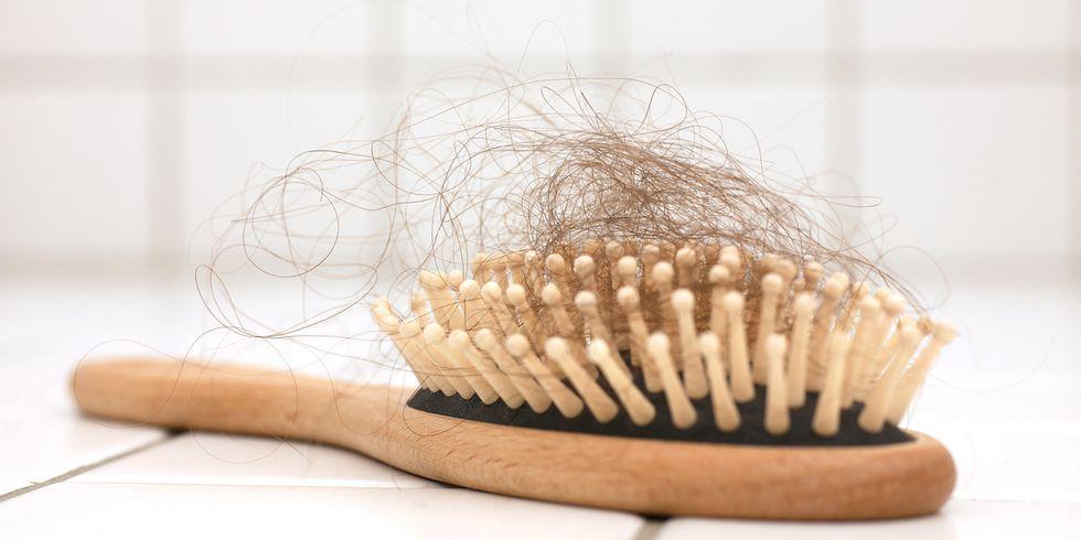 aaa 1538483536.jpg - 「排水孔的髮絲變多了...最近頭髮好容易掉!」7個造成掉髮日常生活壞習慣必須改過來啊