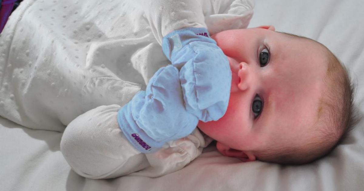 babyglove.png - Pediatra orienta a NÃO usar luvinhas no bebê! Entenda o motivo