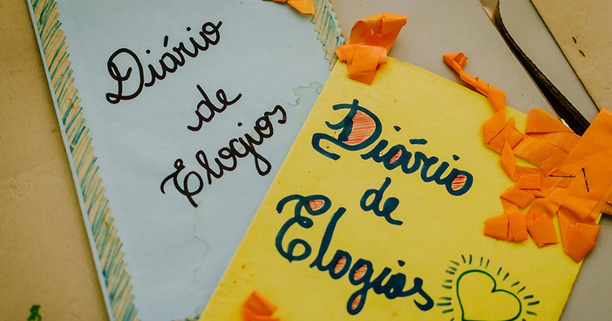 cadernos.png - Professora cria caderno de elogios e melhora rendimento de alunos
