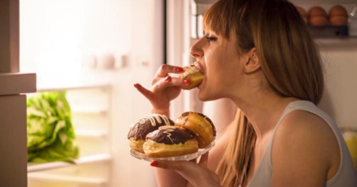 eating.png - 4 alimentos que controlam a compulsão alimentar causada pela ansiedade