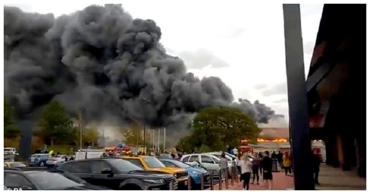 fire.jpg - McDonald's Staff Refused Free Drinks To Firefighters Who Had Just Put Out Large Fire Nearby