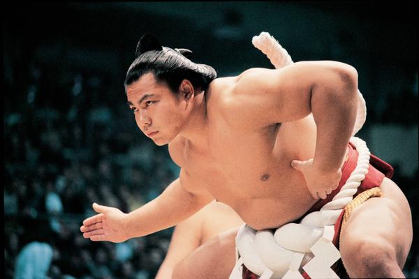 大横綱に登り詰めた「ウルフ」千代の富士の筋肉の3つの秘密を公開千代の富士プロフィール千代の富士の筋肉その1千代の富士の筋肉その2千代の富士の筋肉その3千代の富士の筋肉の作り方千代の富士は筋肉の多さからドーピング疑惑が出た?千代の富士の筋肉づくりの考え方千代の富士の体重・BMIは?膵臓がんで死去した千代の富士まとめ