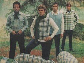 sheep e1541581061554.jpg - 15 fotos que comprovam que a moda masculina dos anos 70 não deve voltar à tona