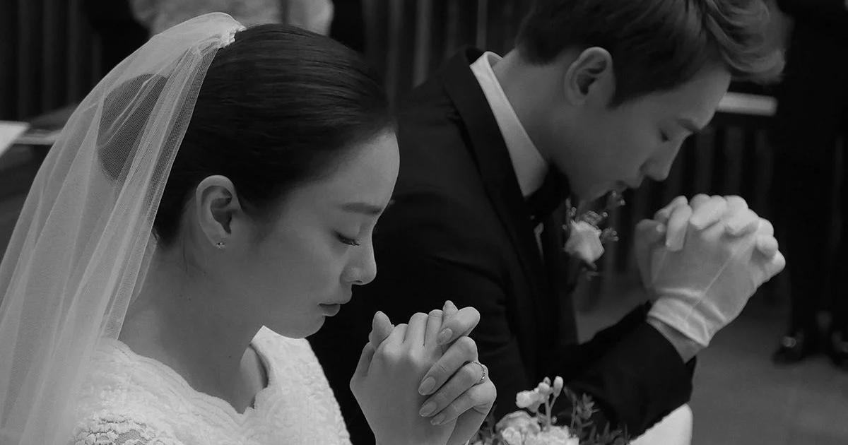 ed839ced989ceca780.jpg - 결혼사진도 역대급인 '태혜지'의 웨딩드레스.jpg