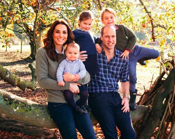 img 5c13e6a7be503 e1544808359294.png - Les cartes de Noël royales avec Kate avec George, Charlotte et Louis