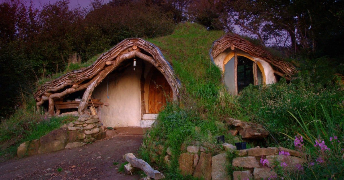 s.jpg - Man Built His Own Hobbit Home With Just $5,000