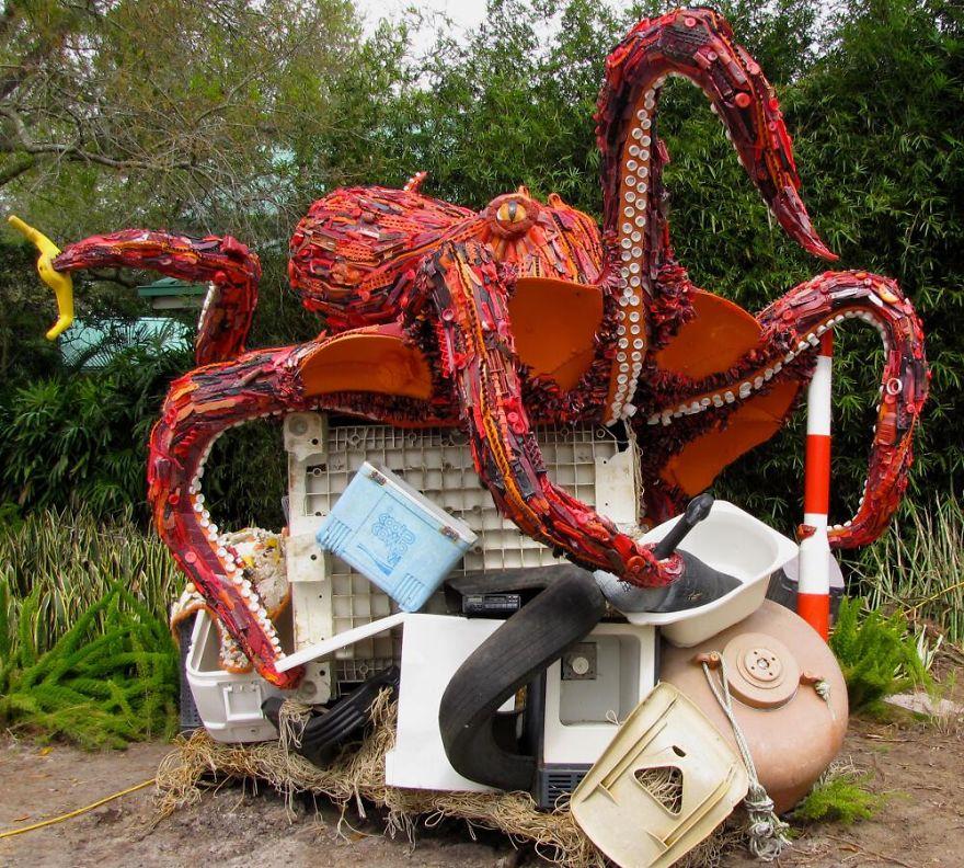 sculptures dechets plages pollution 2.jpg - Ces 14 sculptures ont été réalisées à partir de déchets récupérés sur la plage