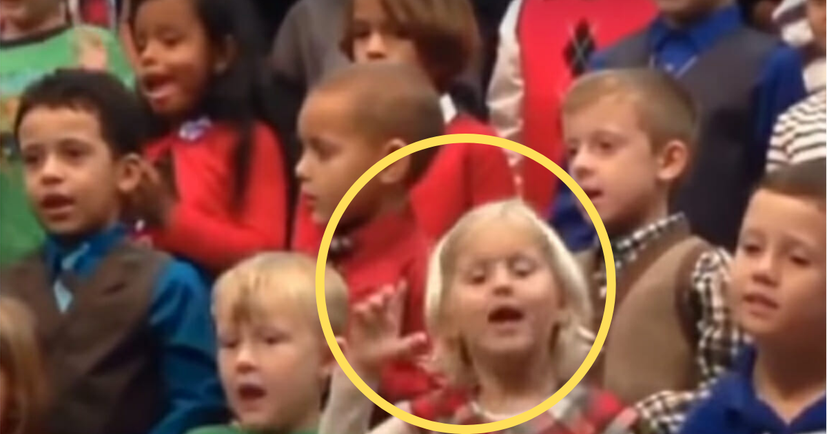 y2 2.png - Little Girl Won Many Hearts As She Sang Christmas Song In Sign Language For Her Deaf Parents