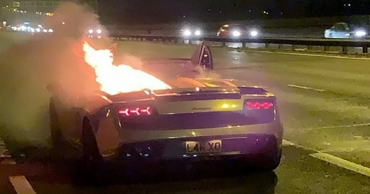 c3 7.jpg - Businessman Watched Helplessly As His Lamborghini Went Up In Flames Just An Hour After Being Serviced