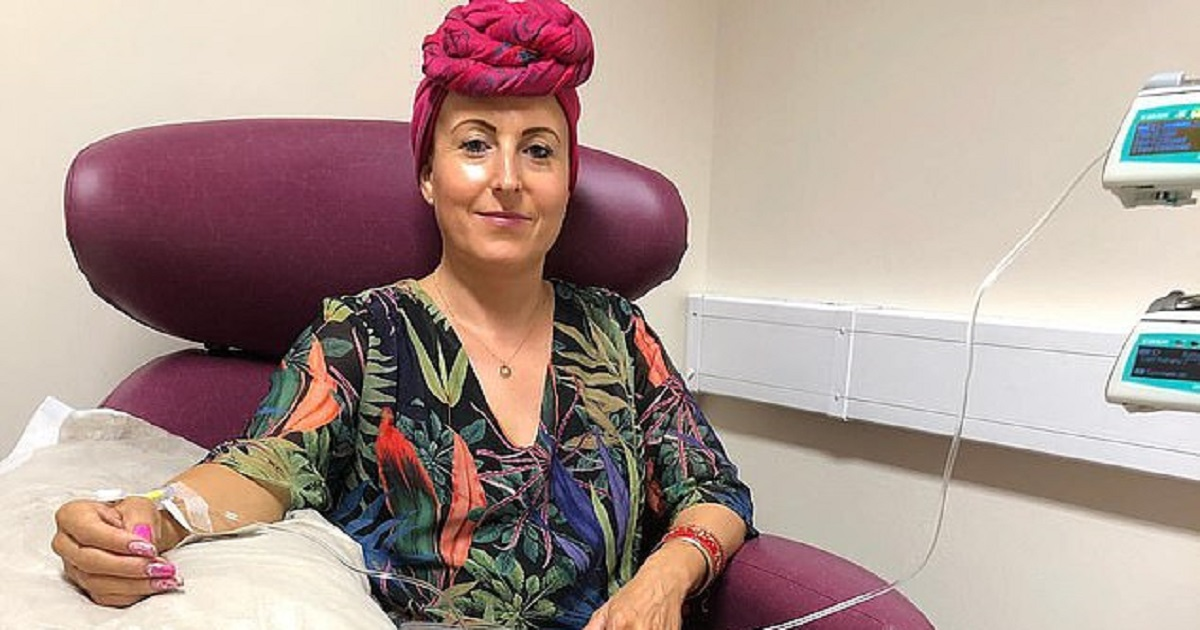 c3.jpg - Woman Fights Cancer In Her Own Way By Dressing Up For Chemotherapy
