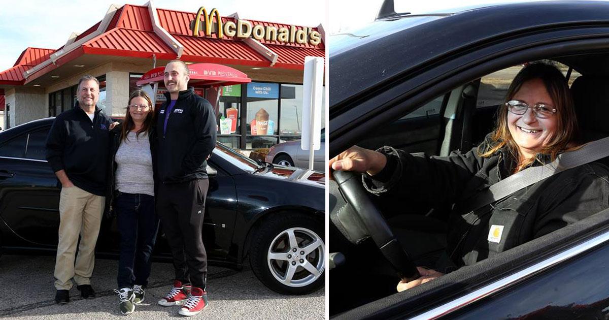 customer gifts car.jpg - Une employée de McDonald's reçoit une voiture en cadeau de la part d'un client !