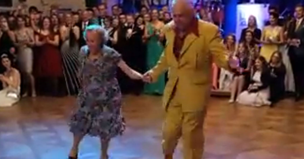 elderly couple dance.jpg - Couple In Their 90s Leaves Everyone Stunned With Their Dance Moves