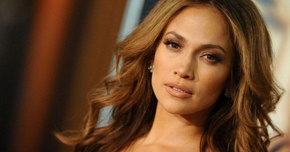 jennifer lopez offered up dating advice to helps a stranger navigate tinder for the very first time.jpg - Jennifer Lopez Claimed 'Guys Are Useless Until They're 33'