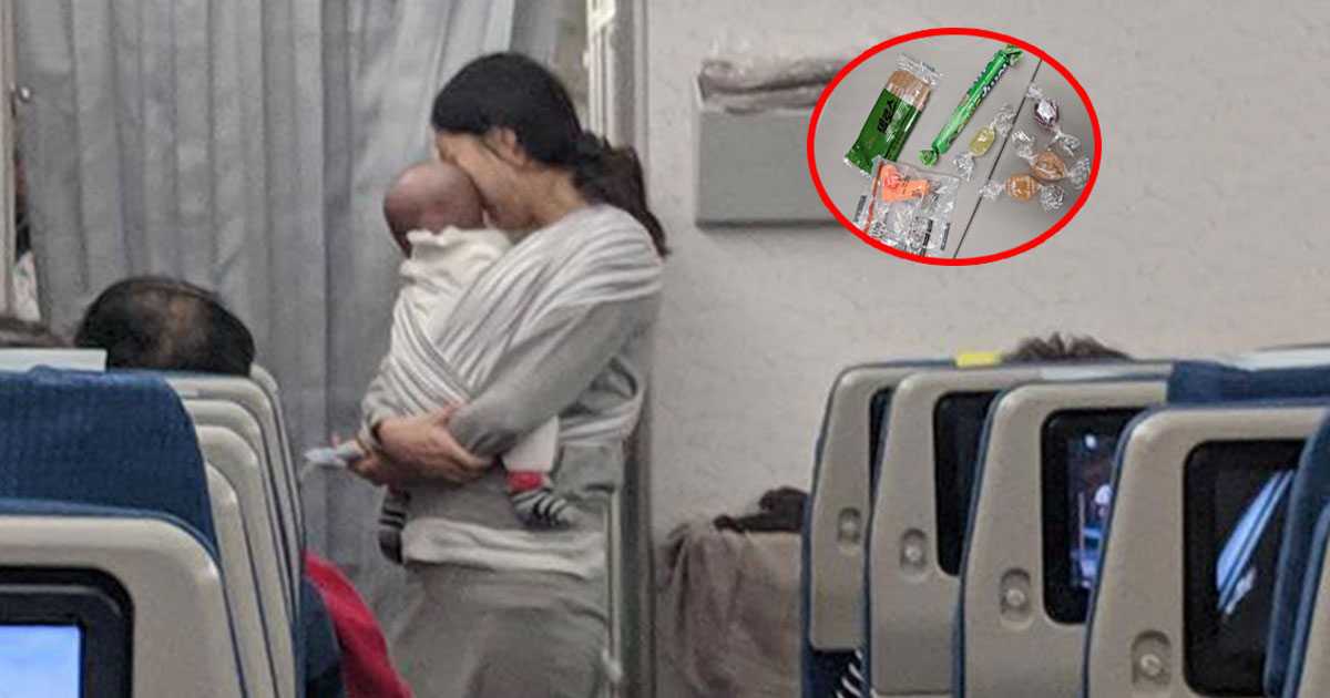 korean mother handed out gifts to all passengers as she was worried her baby would disturb the passengers and crew.jpg - Korean Mother Handed Out Gifts To Passengers As She Was Worried Her Baby Would Disturb The Passengers And Crew